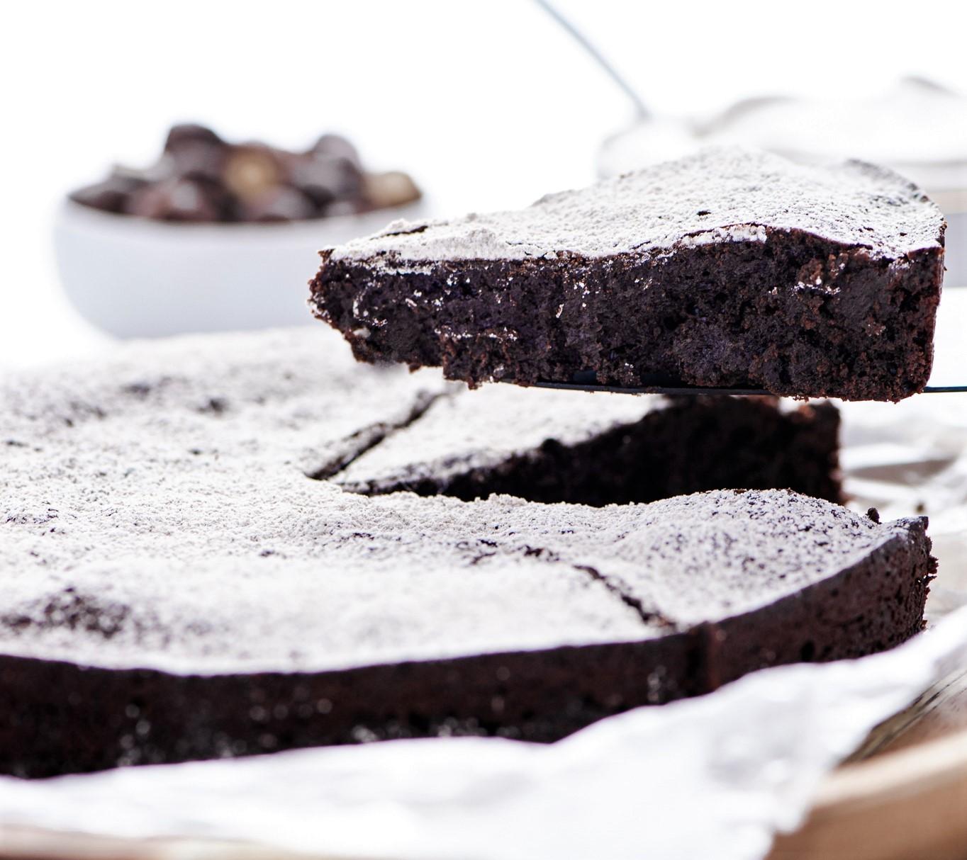 Flourless Chocolate Peanut Butter Cake-featured image