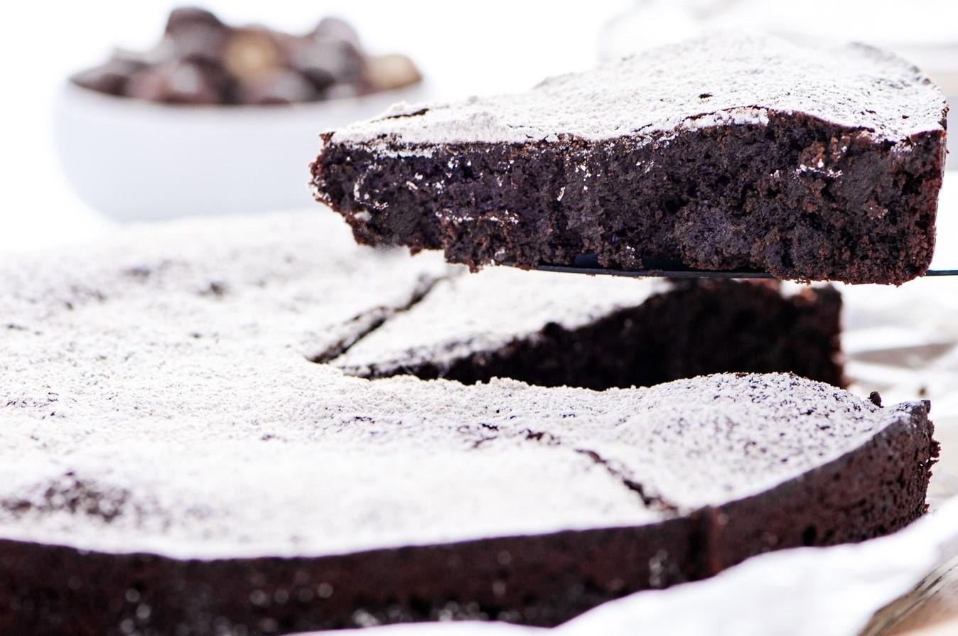 Flourless Chocolate Peanut Butter Cake (3)